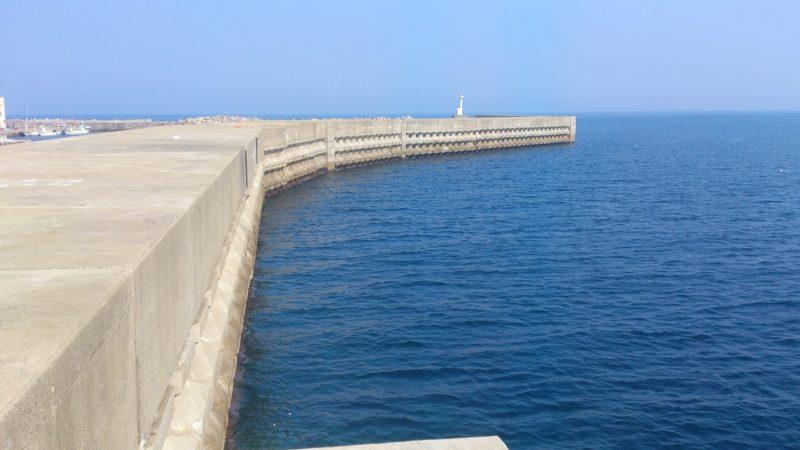 小呂島の高い防波堤
