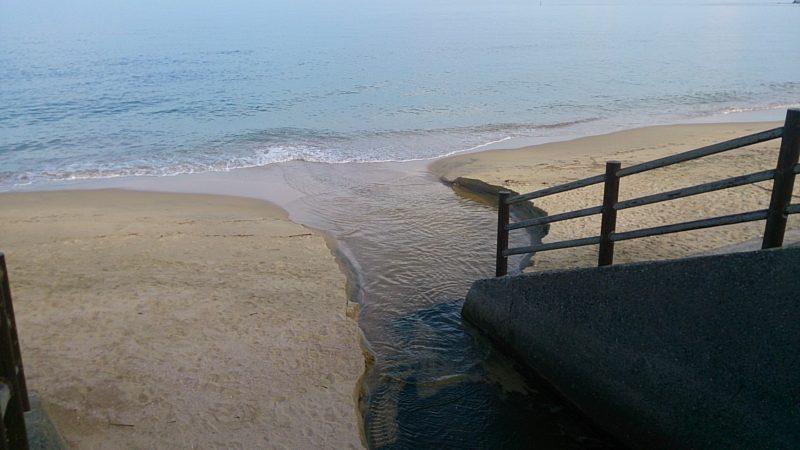 下馬ヶ浜の流れ込み