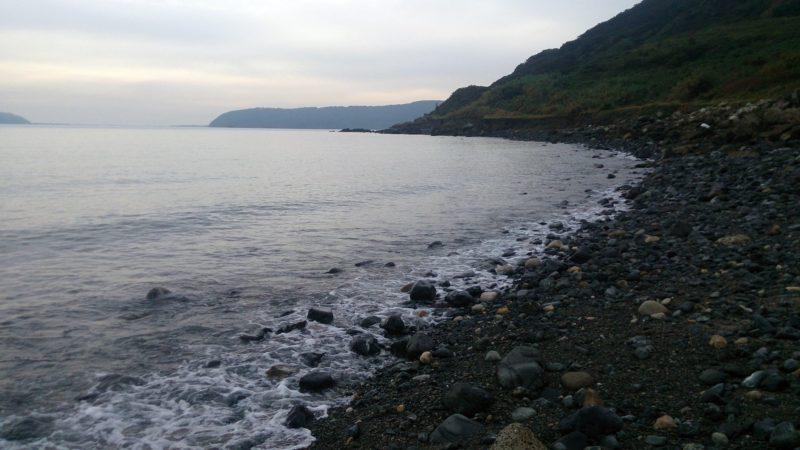 今津海岸手前のゴロタ浜