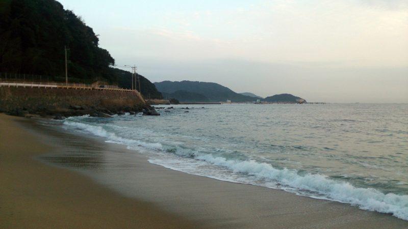 神社裏の浜