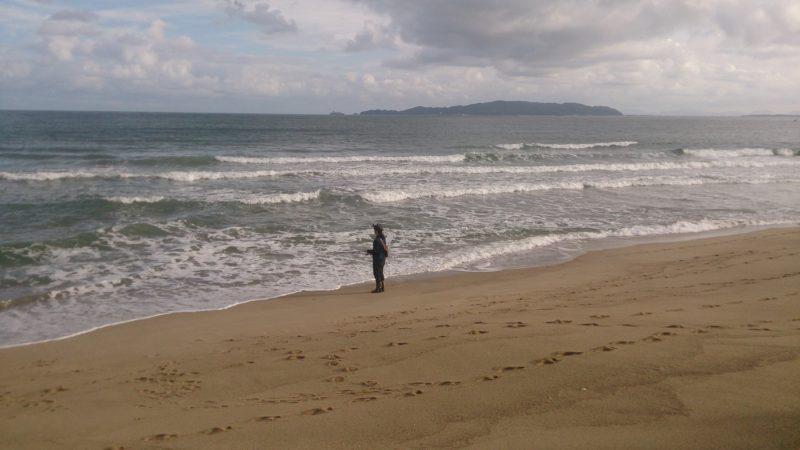 波が高い遠浅サーフ