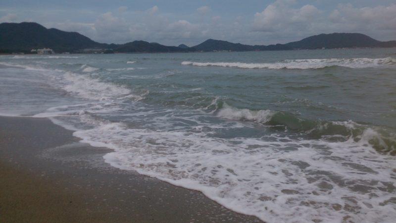 荒れた海(遠浅干潮)