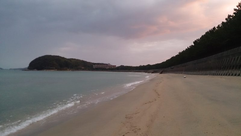 砂浜海岸から見た配崎