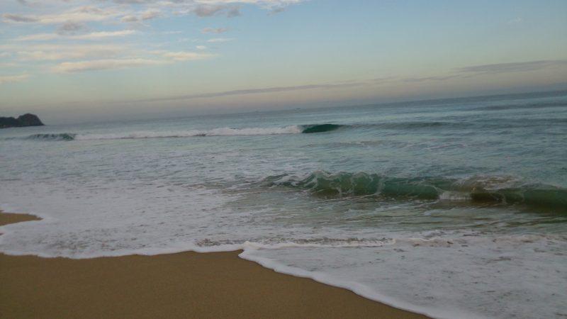 満潮時の芥屋サーフ