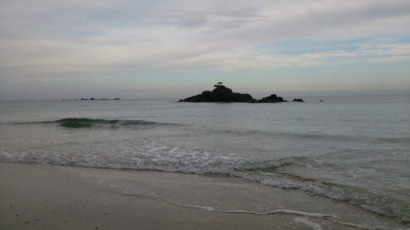 手前・渡島、奥・コブ島(糸島野北)