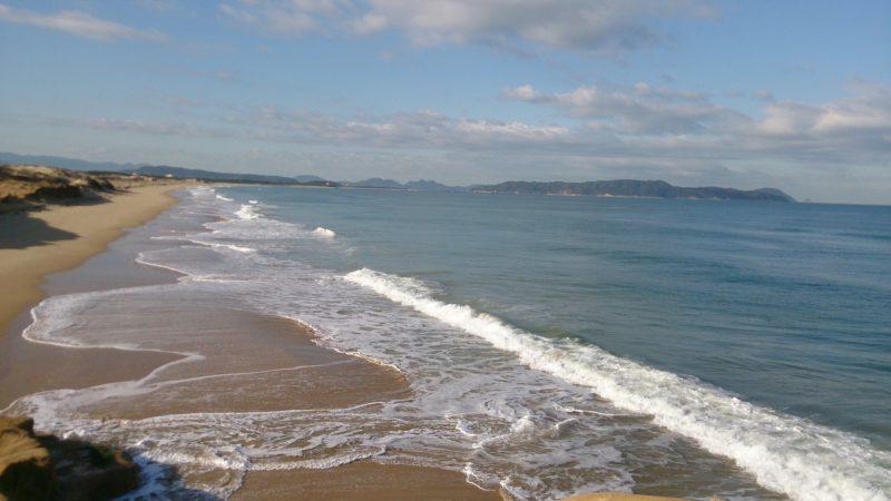 海の中道に続く砂浜