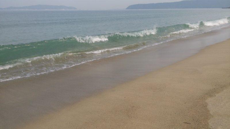 湾内サーフの波打ち際