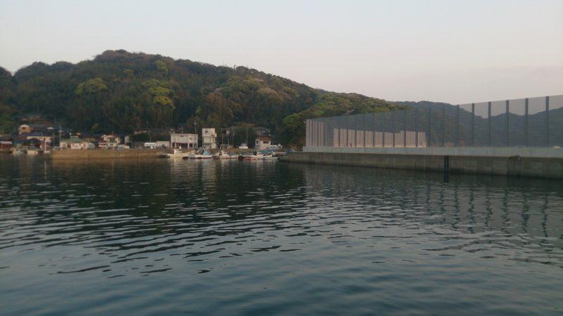 北側フェンス付近の港内