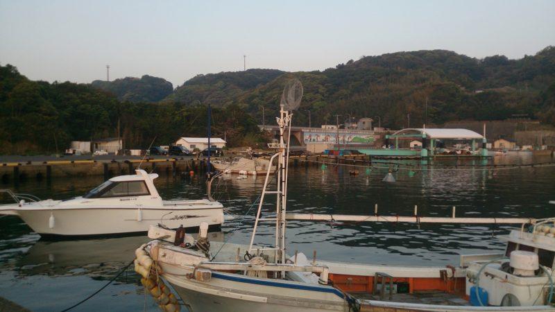 日比漁港の港内