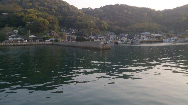 鍋串漁港右側の波止