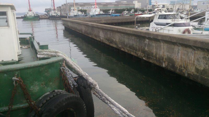港内の台船周辺