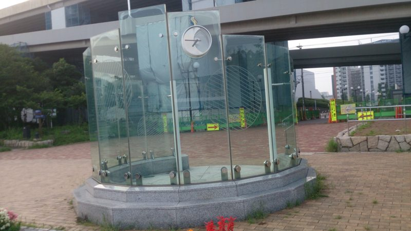 ガラスのモニュメント