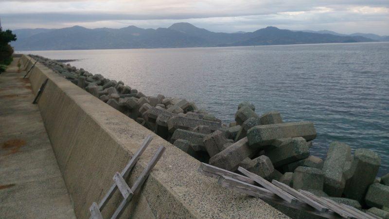 西波止からゴロタ浜