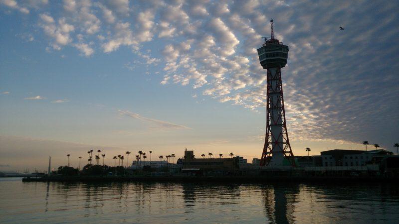 対岸から見た博多ポートタワー