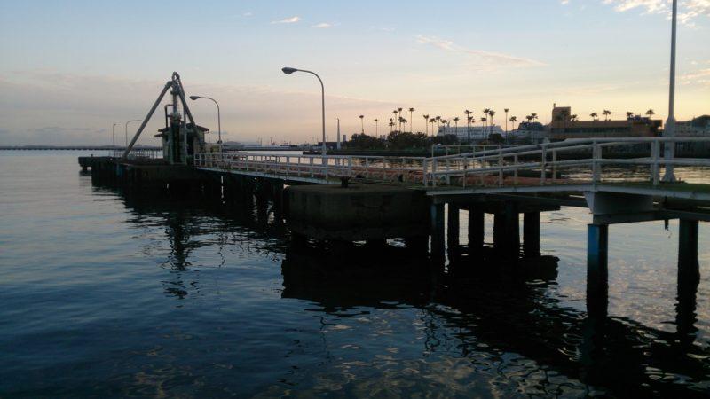 川沿いの桟橋