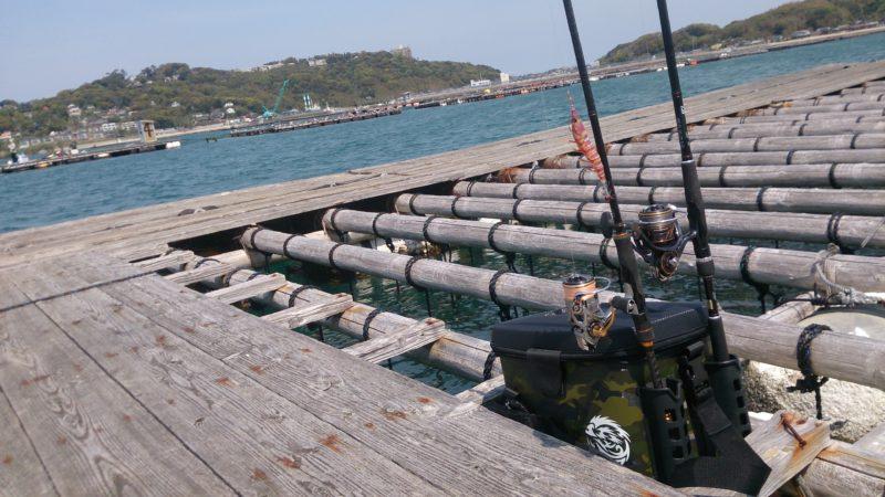 帰り支度と牡蠣棚