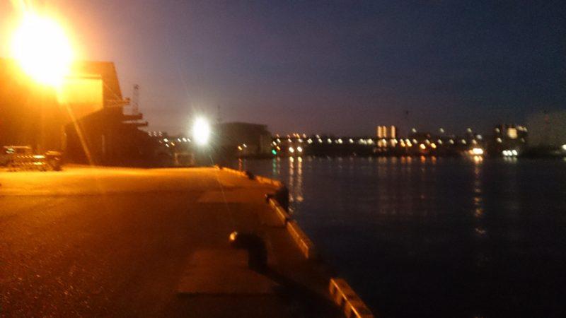河口の常夜灯前