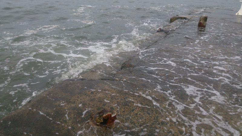 満潮時の堤防