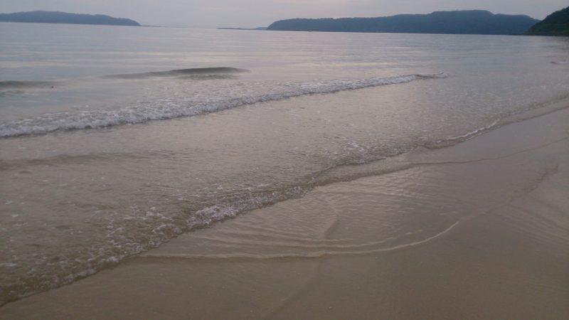 浅瀬が広がる海岸